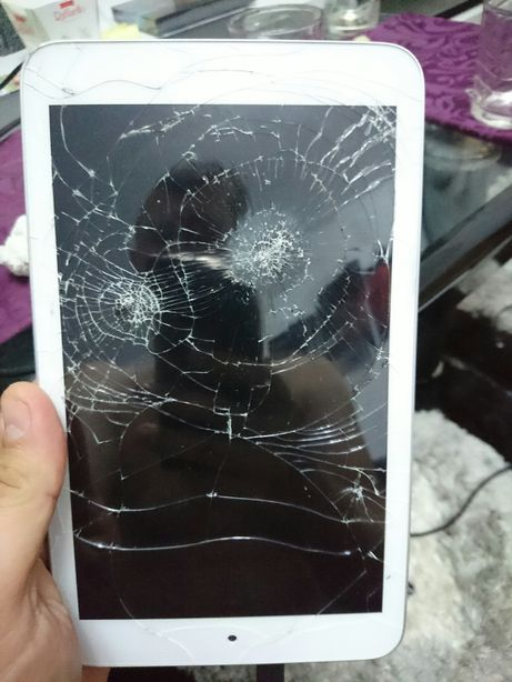 Asus Memo Pad 8 ME180 K00L - pentru piese- ecran spart. placa buna