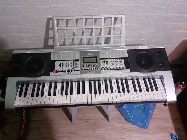 Продаётся синтезатор в очень хорошем состоянии