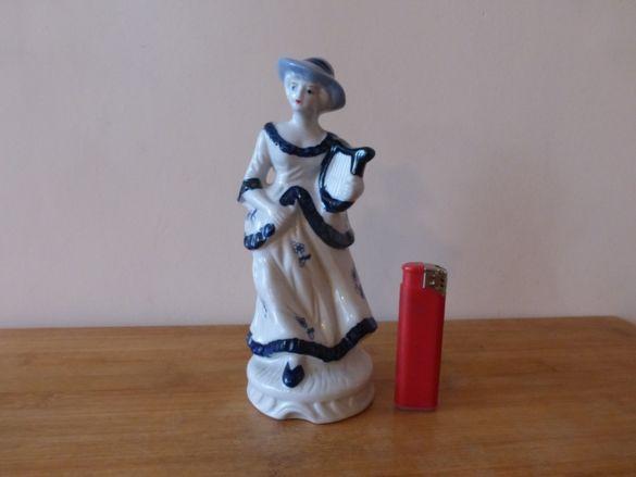 Порцеланова фигура Момиче с арфа статуетка