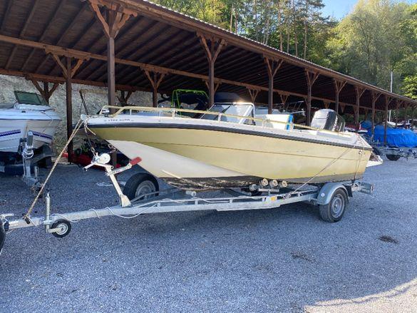 Моторна лодка с колесар