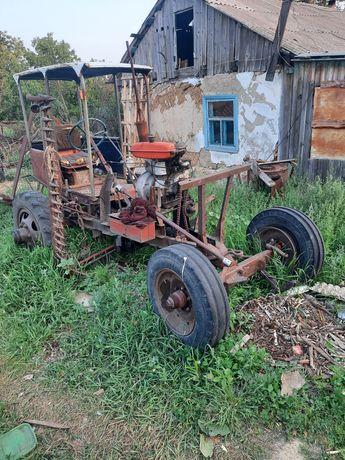 Продам самодельный трактор с косилкой а также с ним идут грабли и движ