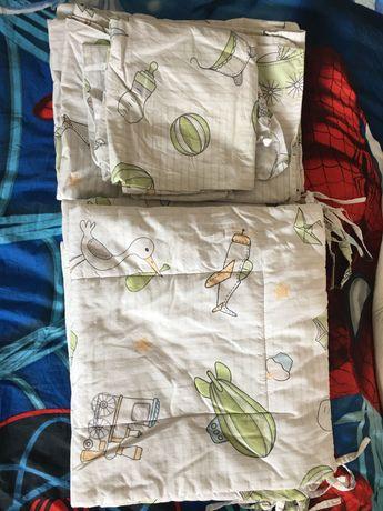 Обиколници за кошара с чаршафи, възглавничка и завивка.