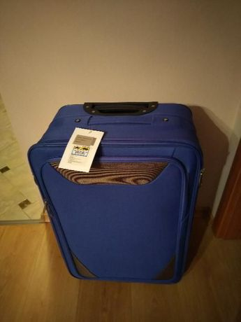 ЧИСТО НОВ Куфар размери 64х41х21 см.