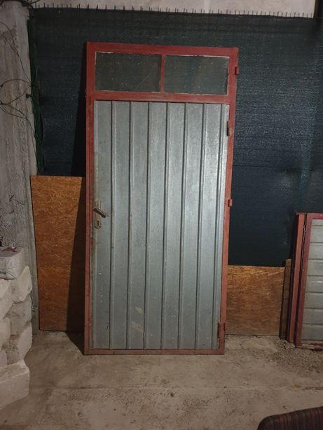 Usi garaj 4m din tabla de 1 si rama din profil rectangular