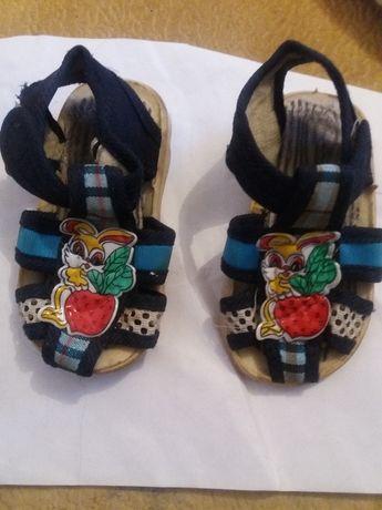 Детская обувь Сандалики за 2500 отдам