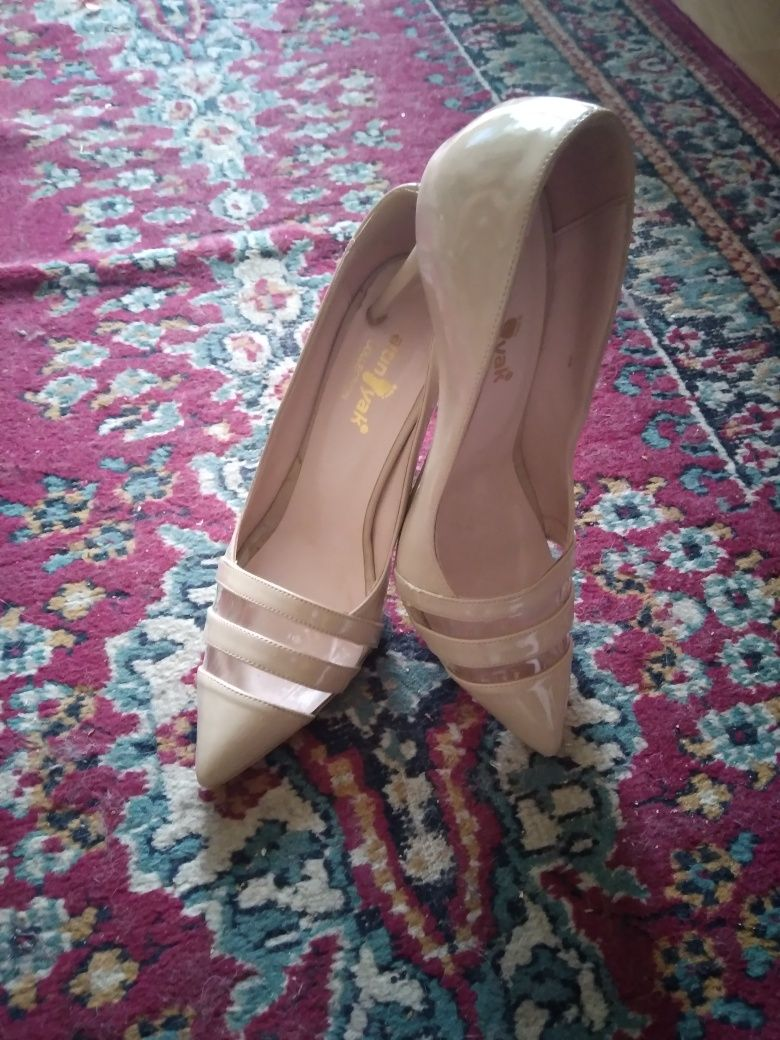 Vând sandale noi mărimea 36