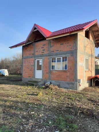 Teren + casă la roșu