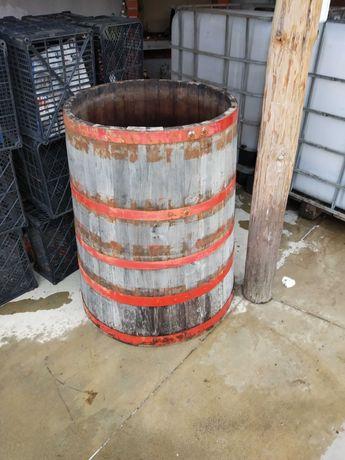 Продавам дървена каца за вино около 280 литра