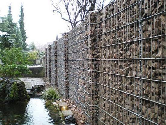 Garduri cu panouri de plasa bordurata, gabioane
