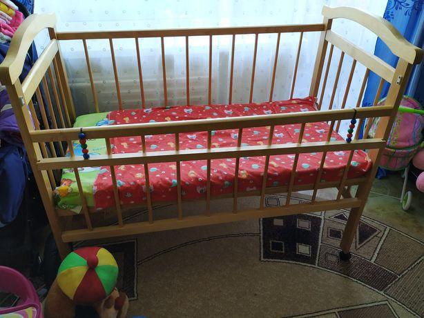 Продам детскую кроватку !!