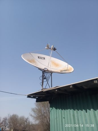 Спутниковая антенна бу с  3 пушками.