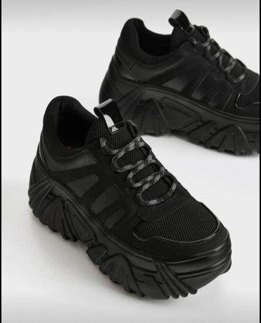 Adidasii de culoarea neagra