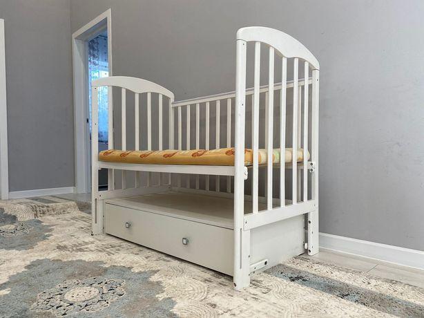 Детская кроватка с раздвижной полкой Материал из сосны Ортопедический