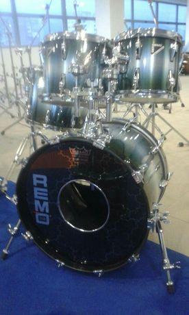 Продавам комплект барабани Remo Master Edge USA drum