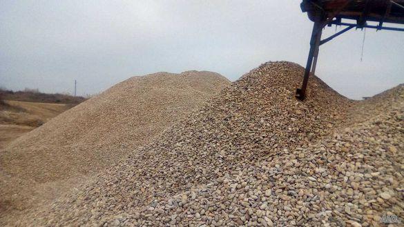 Продавам филц-пясък и всички инертни материали на конкурентни цени.