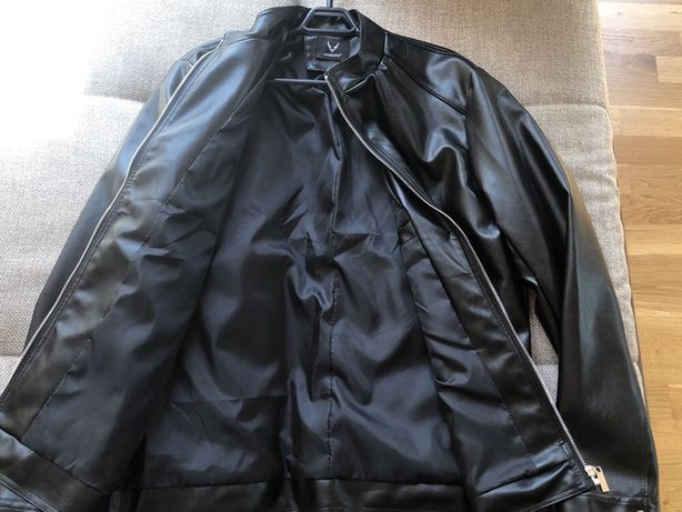 Vand haina piele ecologica neagra - marimea M, noua