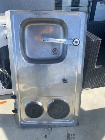 мивка със смесител и котлони