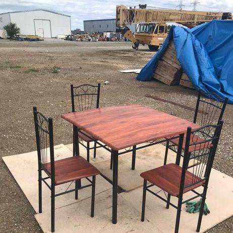 Стол и 4 стула в комплекте за 35000