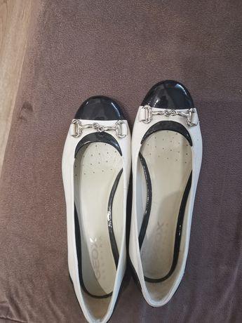 Обувки на Geox тип балеринки