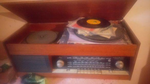 Радио грамофон акорд 102 от 1972 година