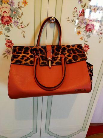 Красивая сумка от фирмы furla