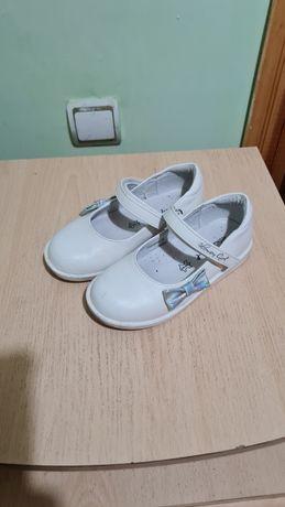 Туфли белые для девочек