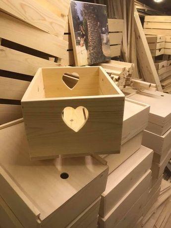 Декоративна дървена щайга с дръжки сърце ръчна изработка