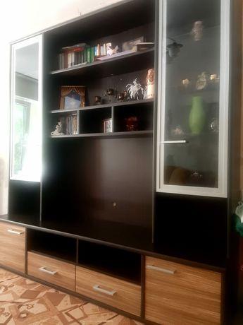 Продам стенку и журнальный стол