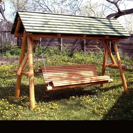 Leagan acoperit din lemn rotund