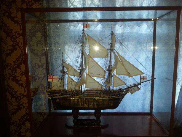 Продается деревянная модель корабля «Баунти» ручной работы.