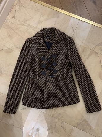 Продам осеннее пальтишко, куртку и меховую курточку из тюленя