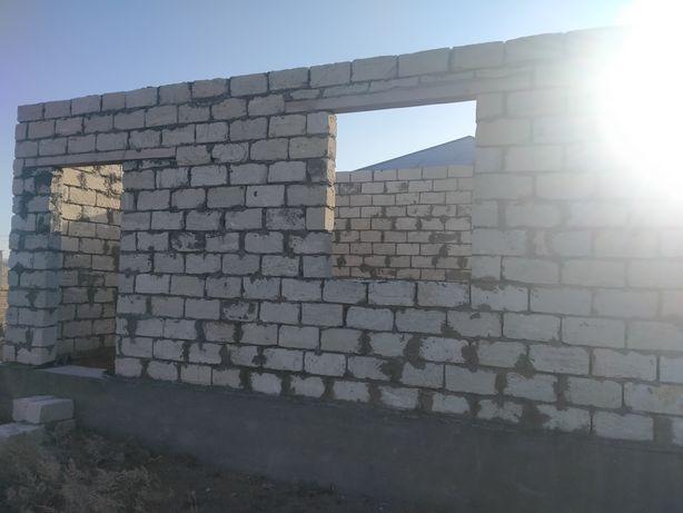 Продам  землю в поселке Сарыжар от города Актобе 25 км. Земля ровная,