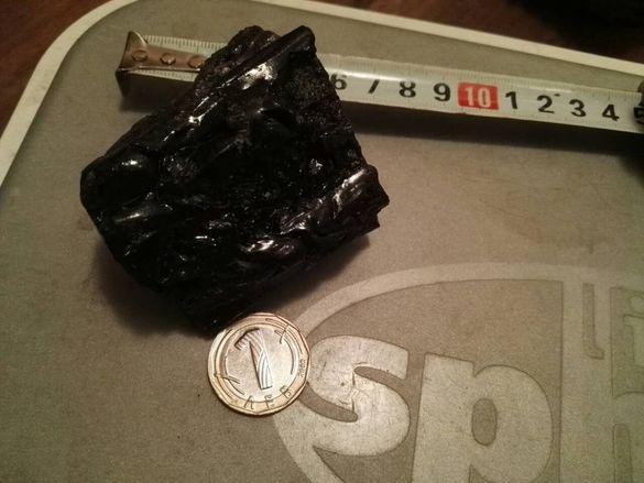 Камъче/черен турмалин