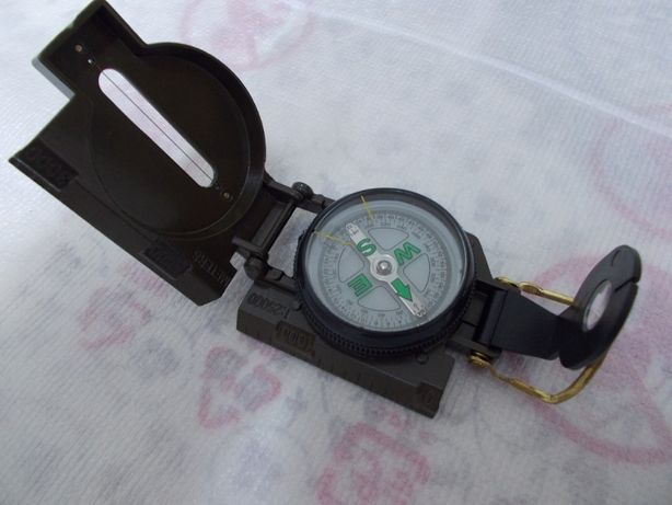 busola metalica militara cu lupa si reticul,noua,rambursposta