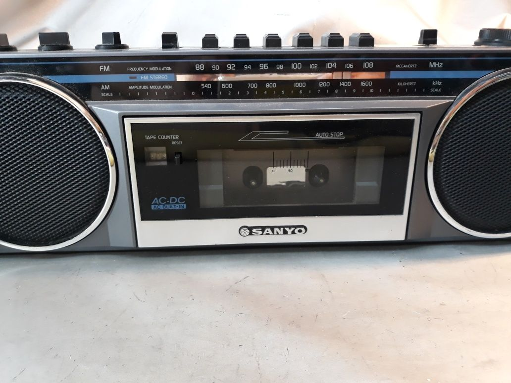Casetofon cu radio funcționează Sanyo original
