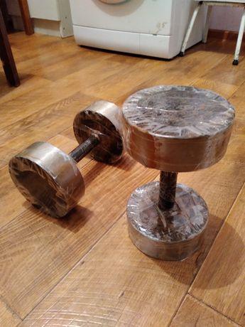 Продаётся гантели каждая по 12-кг, общая вес  24-кг