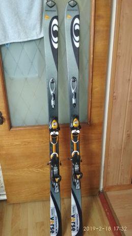 Продам лыжи.