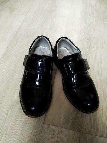 Детская обувь. Как новая. Лакированная.