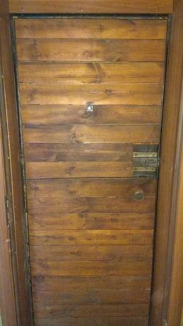Дверь металлическая с коробкой,сов.производства, мет. 3-4 мм.