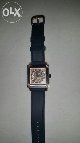 Продавам часовник VICEROY