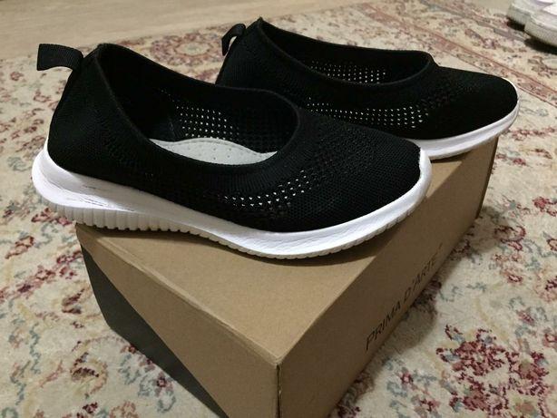 Продам спортивную обувь