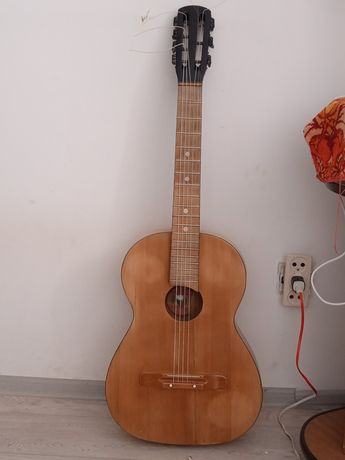 гитара в хорошем состоянии звук очень красивый