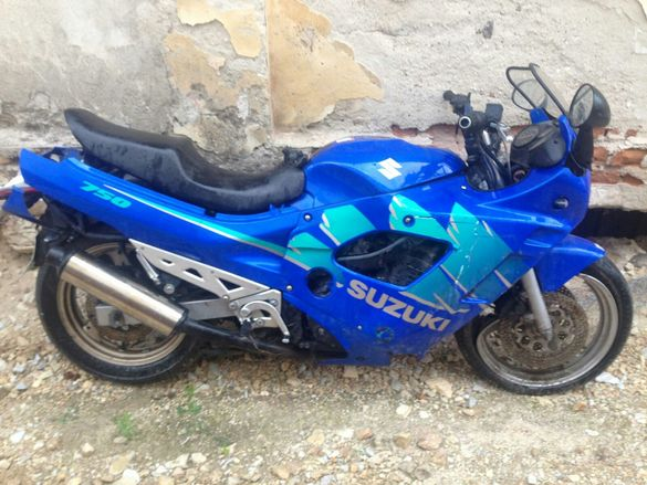 Suzuki-GSX-750F-