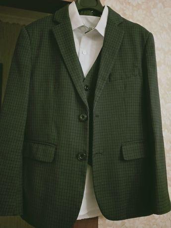 Пиджак с жилетом,+ рубашка