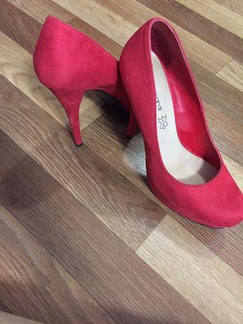 Продам туфли размер 40, одевались 1 раз на свадьбу , цена 2500