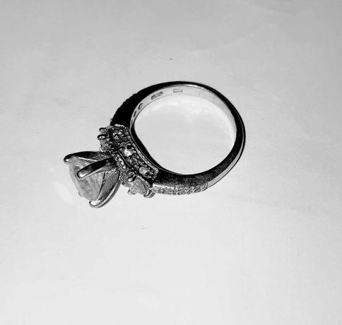 Vând inel de argint