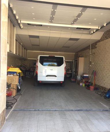 Помещение-гараж с жилой комнатой