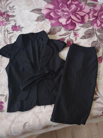 Vând costum dama din Vesta și fusta 3 sferturi nou