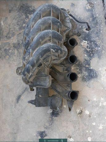 Впускной коллектор от двигателя Volkswagen Passat 2.0 fsi