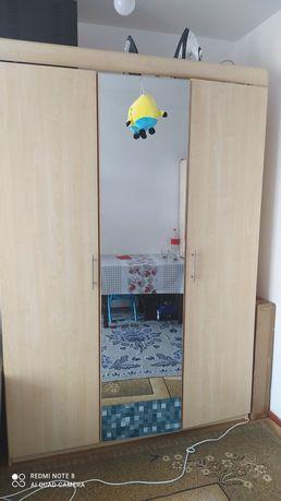 Срочно продам спальный шкаф